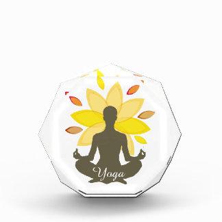 Serene Yoga-Lotos-Pose Acryl Auszeichnung