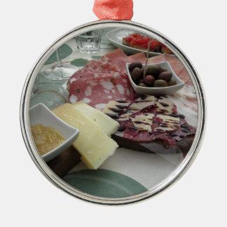 Servierplatte des Aufschnitts mit rustikalem Silbernes Ornament
