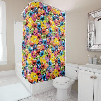 Sesame Street-Charakter stellt Muster gegenüber Duschvorhang