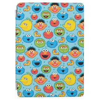 Sesame Street-Gesichts-Muster auf Blau iPad Air Cover