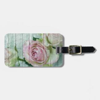 Shabby Chic-rosa Rosen auf blauem Holz Kofferanhänger