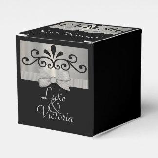 Shimmery Silber u. schwarze gestreifte Geschenkschachtel