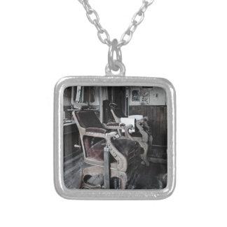Shoppe YE Olde Friseur Halskette Mit Quadratischem Anhänger