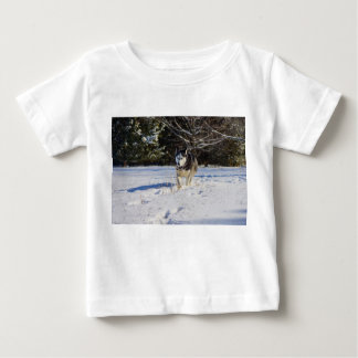 Sibirischer Husky im Schnee Baby T-shirt
