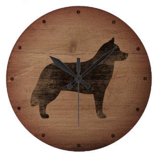 Sibirischer Schlittenhund-Silhouette rustikal Uhr