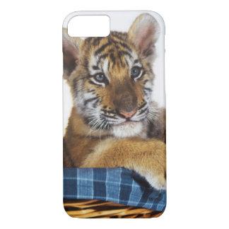 Sibirischer Tiger CUB im Korb iPhone 8/7 Hülle