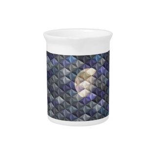 Sichelförmiger Mond in abstraktem Getränke Pitcher