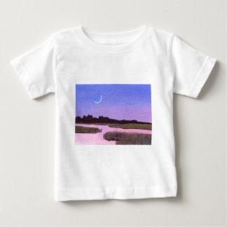 Sichelförmiger Mond-u. Reiher-Dämmerungs-Sumpf Baby T-shirt