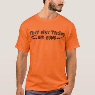 """""""Sie Aint, das meine Gewehre"""" mit den Schädeln im T-Shirt"""