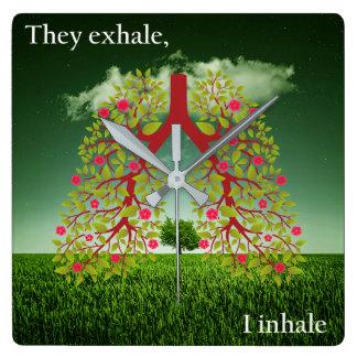 Sie atmen, ich inhalieren aus quadratische wanduhr