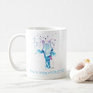 Sie 'aving eine Giraffen-Tasse Kaffeetasse