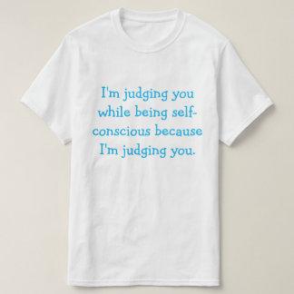 Sie beurteilen, T - Shirt zu bewerten