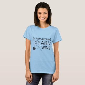 Sie, die mit dem meisten Garn stirbt, gewinnt T-Shirt