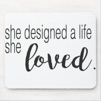 Sie entwarf ein Leben, das sie liebte Mousepads