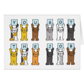 Sie erhielten die Jobkatzen, die Buchstaben halten Karte
