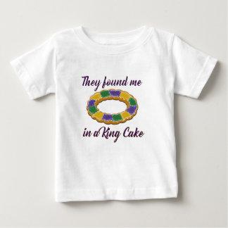 Sie fanden mich in einem König Cake Baby T-shirt