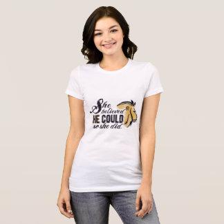 Sie glaubte, dass ER christliches encouragment T-Shirt