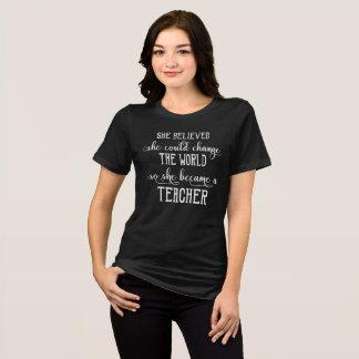 Sie glaubte, dass sie den Weltlehrer ändern könnte T-Shirt