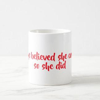 Sie glaubte kaffeetasse