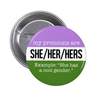 Sie/ihre Pronomina - Genderqueer Flagge Runder Button 5,1 Cm