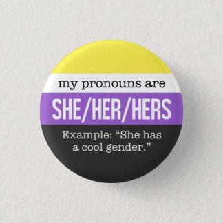 Sie/ihre Pronomina - Nonbinary Flagge Runder Button 3,2 Cm