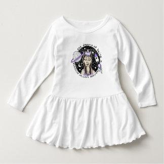 Sie ist furchtloses Kleinkind-Rüsche-Kleid Kleid