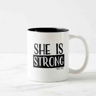 Sie ist starke Tasse