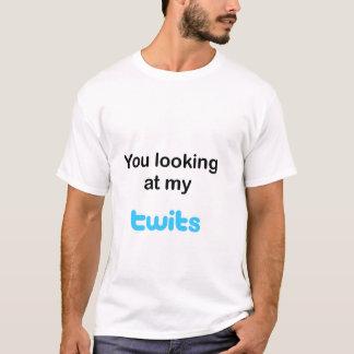 Sie meine Twits betrachtend T-Shirt