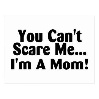 Sie schräg erschrecken mich Im eine Mamma Postkarte