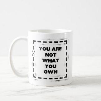 Sie sind nicht, was Sie besitzen Kaffeetasse