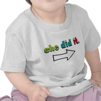 Sie tat es (1 2) des rechten Pfeiles: Bio Hemd