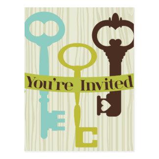 Sie werden mit Schlüsseln und Woodgrain eingeladen Postkarte