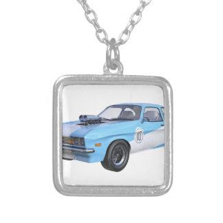 Siebzigerjahre blau und weißes Muskel-Auto Versilberte Kette