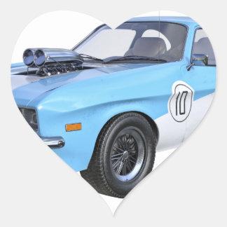Siebzigerjahre Muskel-Auto in Blauem und in weißem Herz-Aufkleber