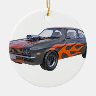 Siebzigerjahre Muskel-Auto in den orange Flammen Keramik Ornament