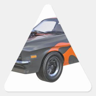 Siebzigerjahre Muskel-Auto mit orange Flamme und Dreieckiger Aufkleber