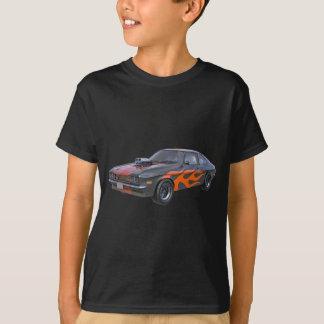Siebzigerjahre Muskel-Auto mit orange Flamme und T-Shirt