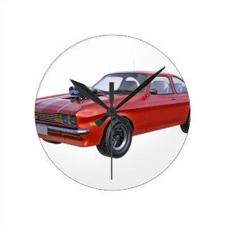 Siebzigerjahre rotes Muskel-Auto Runde Wanduhr