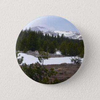 Sierra Nevadaberge und -schnee bei Yosemite Runder Button 5,7 Cm