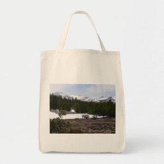 Sierra Nevadaberge und -schnee bei Yosemite Tragetasche