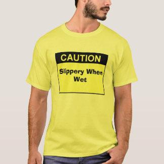 sign_caution_blk_lg, glatt, wenn naß T-Shirt