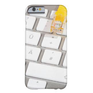 Silberne Computertastatur mit Netz-Kabel Barely There iPhone 6 Hülle