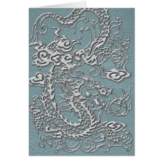Silberner Drache auf Aqua-blauer lederner Karte