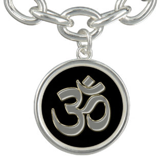 Silberner OM-Symbol-Charme und Armband