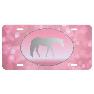 Silbernes Western-Vergnügens-Pferd auf rosa Brokeh US Nummernschild
