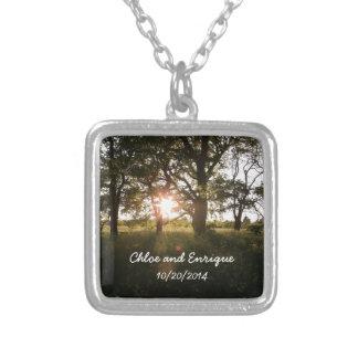 Silhouette-Bäume und Sonnenlicht-Hochzeit Halskette Mit Quadratischem Anhänger
