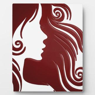 Silhouette der Frau (dunkler rötlicher Fotoplatte