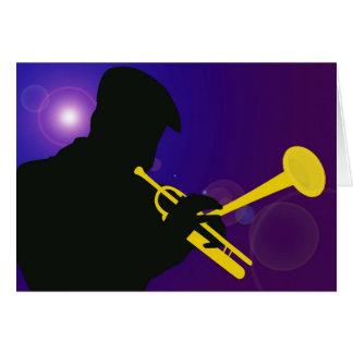 Silhouette eines Trompete-Spielers auf Lila und Karte