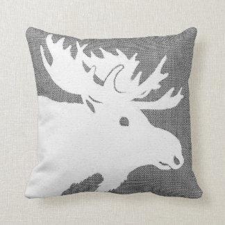 Silhouette eines weißen Elches auf einem weichen Kissen