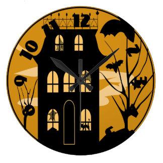Silhouette-Halloween-Haus-Uhr Uhren